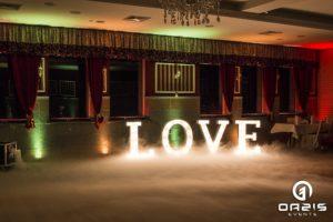 Magnat Lubin, napis LOVE na ciężkim dymie