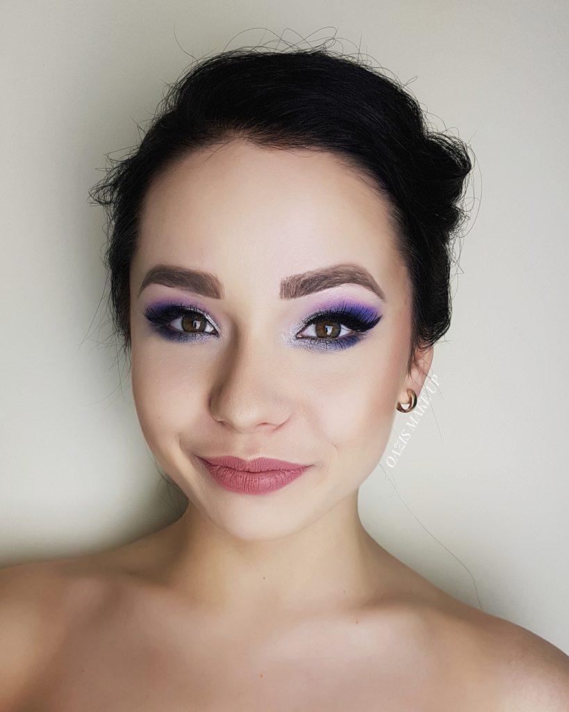 makijaż brunetka kolorowy niebieskie oko