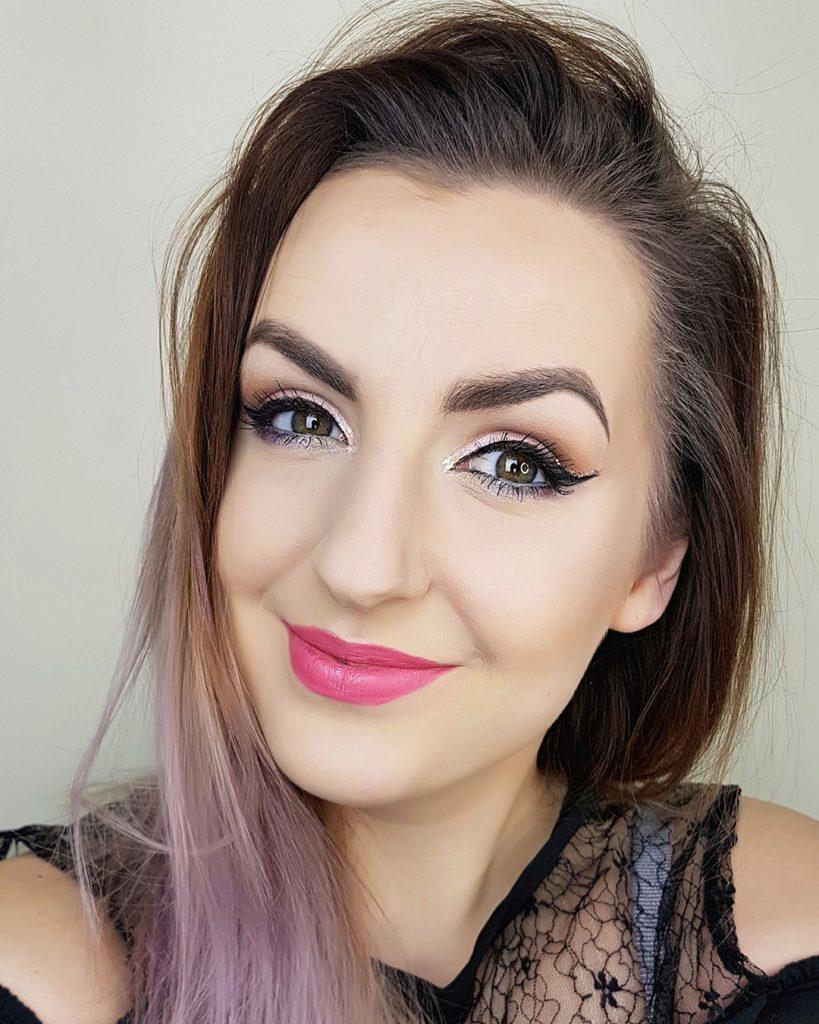 makeup pink lips makijaz oka uśmiech