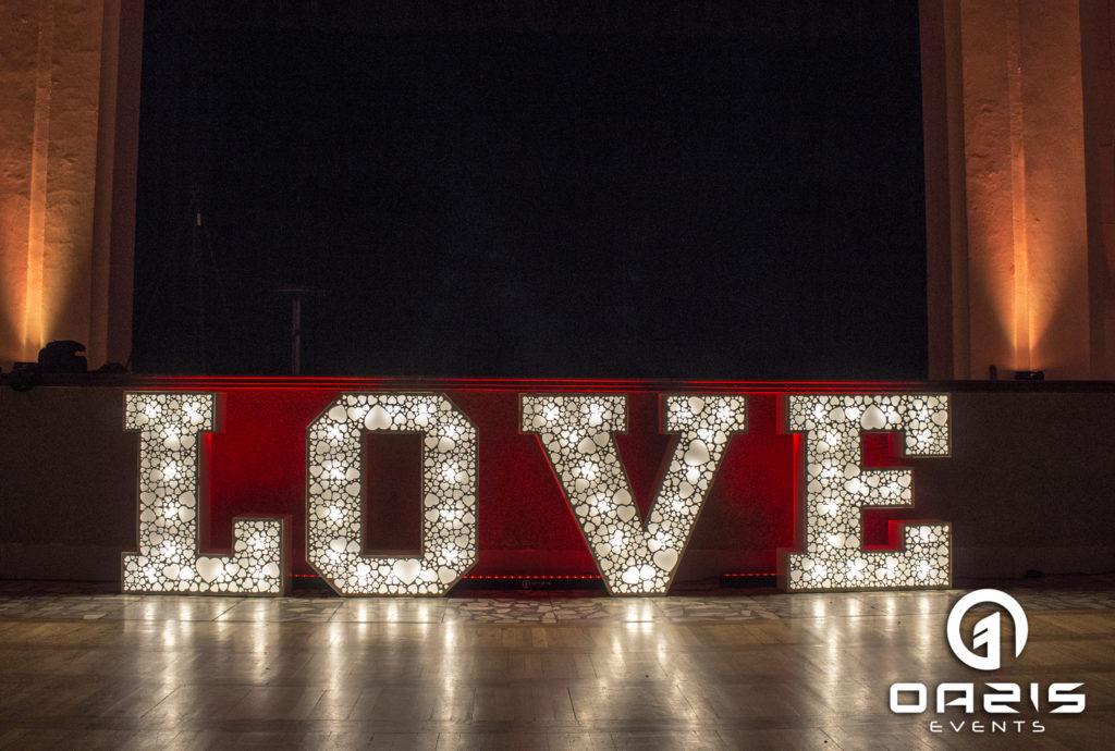 Dekoracja światłem w Legnicy Klub nauczyciela LOVE