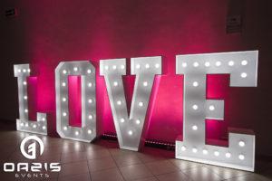 świecący napis love weselny gigant