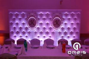 Biała ścianka oazis na wesele