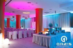 Oświetlenie stolików kawowych i baru na wesele