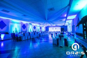Dekoracja światłem w kolorze niebieskim na wesele Dębno