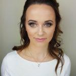makijaz duze oko, brunetka, delikatny makijaż